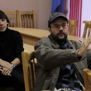 Андрей Колесников, Алексей Макаров консультируют молодого режиссёра (Видеорадиус, БНТУ, Минск, Беларусь, 2011 год)