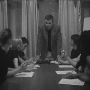 Кадр изролика «Совещание» (темы занятий: сценический бой, сценический поцелуй; преподаватель— Константин Михаленко; Актёрское мастерство)