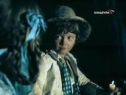 Мальчик в куртке, шапке, со свечой и девочкой с косичкой