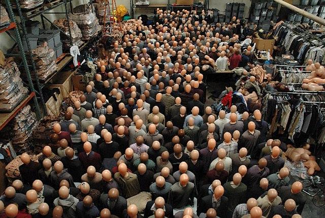 Надувная массовка: манекены в одежде