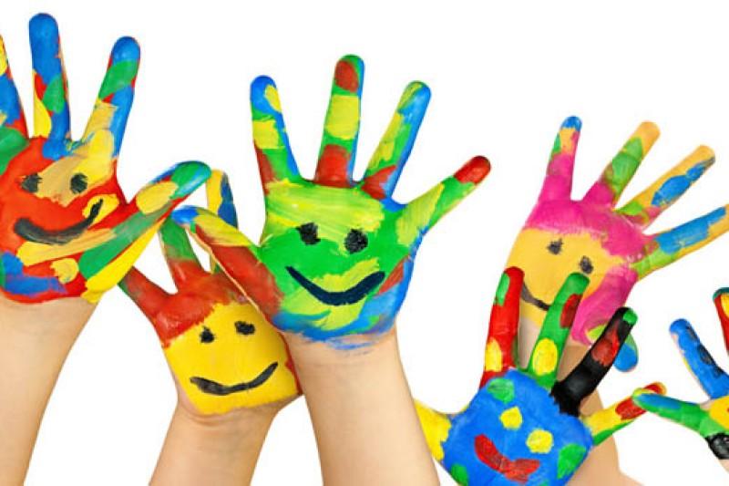 Разрисованные ладони-улыбки (сайт Минской школы киноискусства)