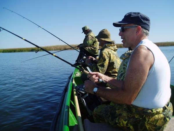 Рыбаки судочками