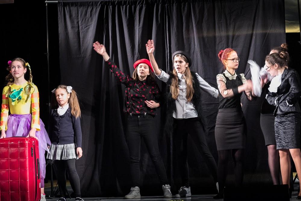 «Театр детей» Минской школы киноискусства «Центра Шпилевского» насцене фестиваля «Розмаїті Самоцвіти» (Львов) спостановкой «Пеппи Длинныйчулок» (2-я премия)