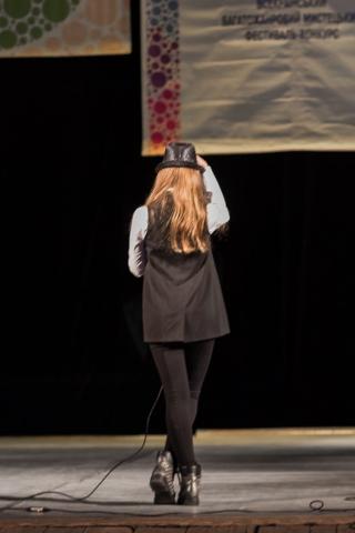 Выступление Стефании Смирновой (Минская школа киноискусства, «Центр Шпилевского») наконкурсе эстрадного вокала нафестивале «Розмаїті Самоцвіти» (Львов). Лучшее соло, 1-я премия