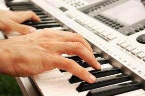 Урок игры нафортепиано, MIDI-клавиатуре, синтезаторе