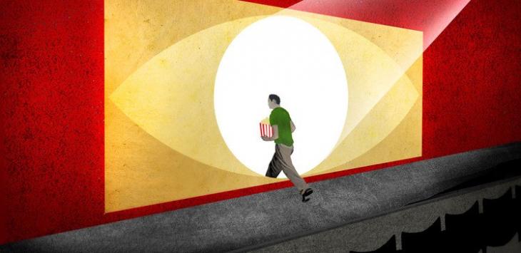 Кино: человек входит вэкран влуче света