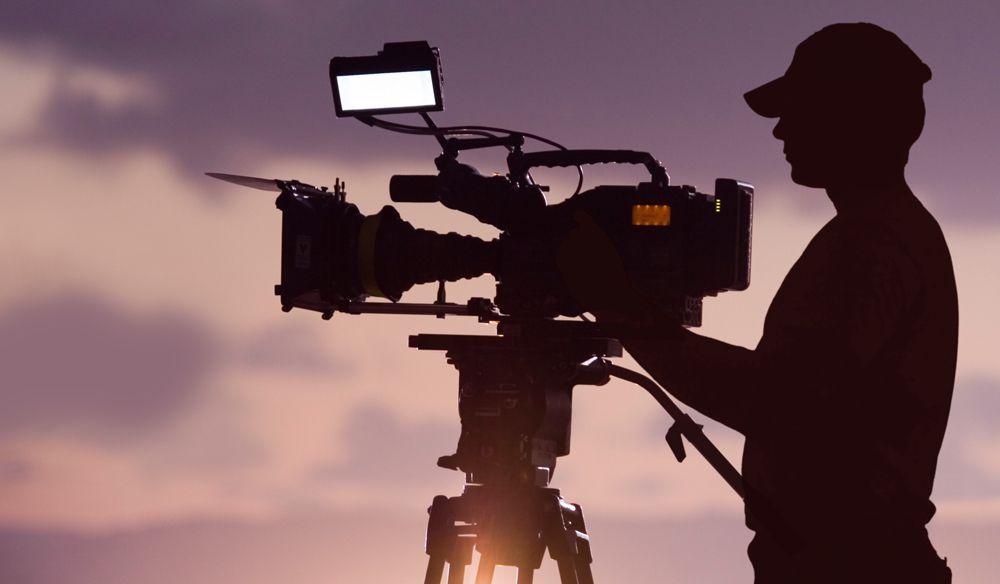 Производство: видеосъёмка (камера, объектив, осветительный прибор, штатив, оператор)