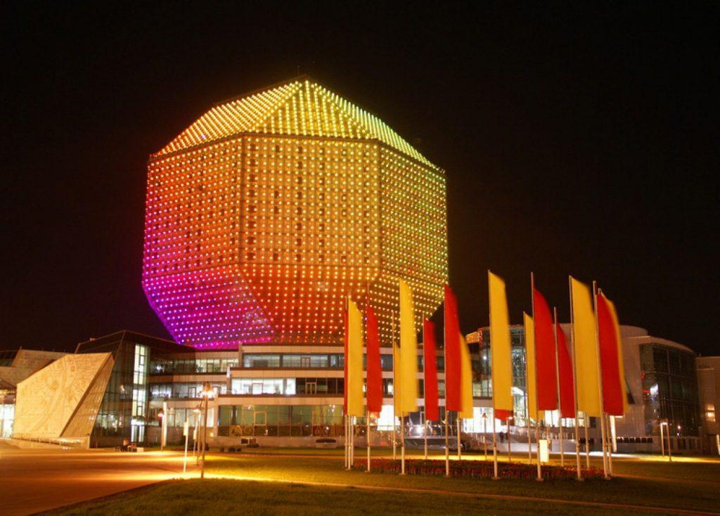 Национальная библиотека Беларуси ночью (Беларусь, Минск, проспект Независимости, 116)
