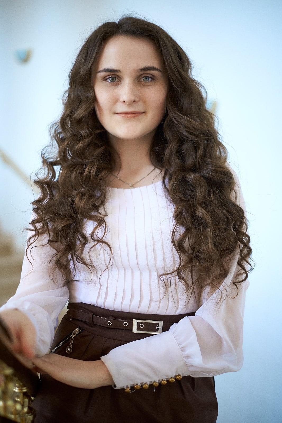 Евгения Сергеевна Карпей— преподаватель танца для детей (детский хореограф, курс «Kids Dance»). Фотография-портрет