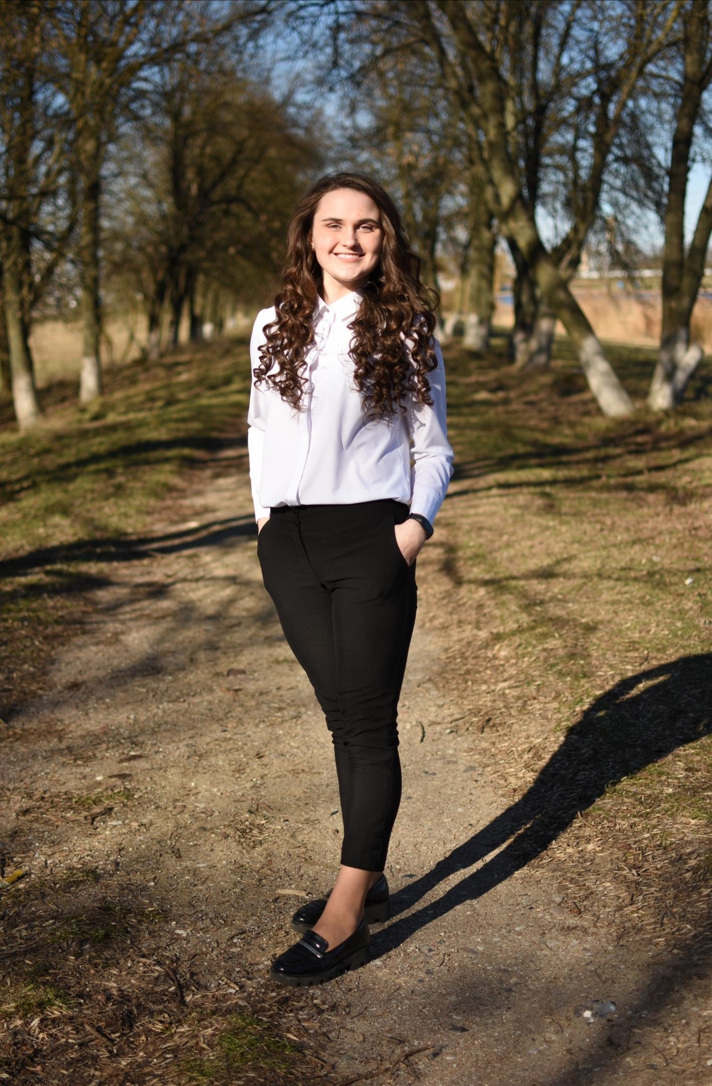 Евгения Сергеевна Карпей— преподаватель танца для детей (детский хореограф, курс «Kids Dance»). Фотография вполный рост