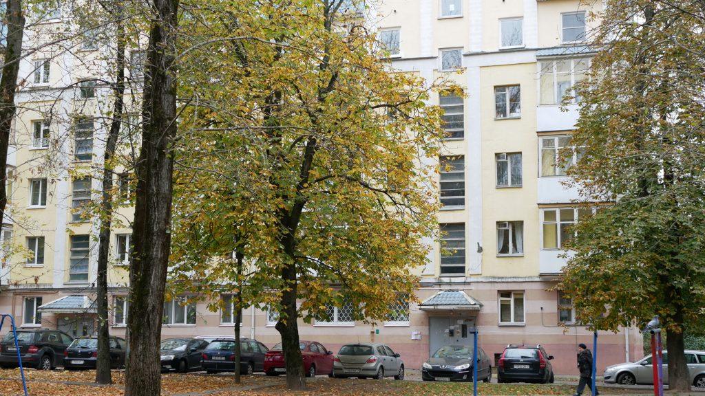 Минск, бульвар Мулявина, 10 (фасад дома, двор, вход вподъезд)